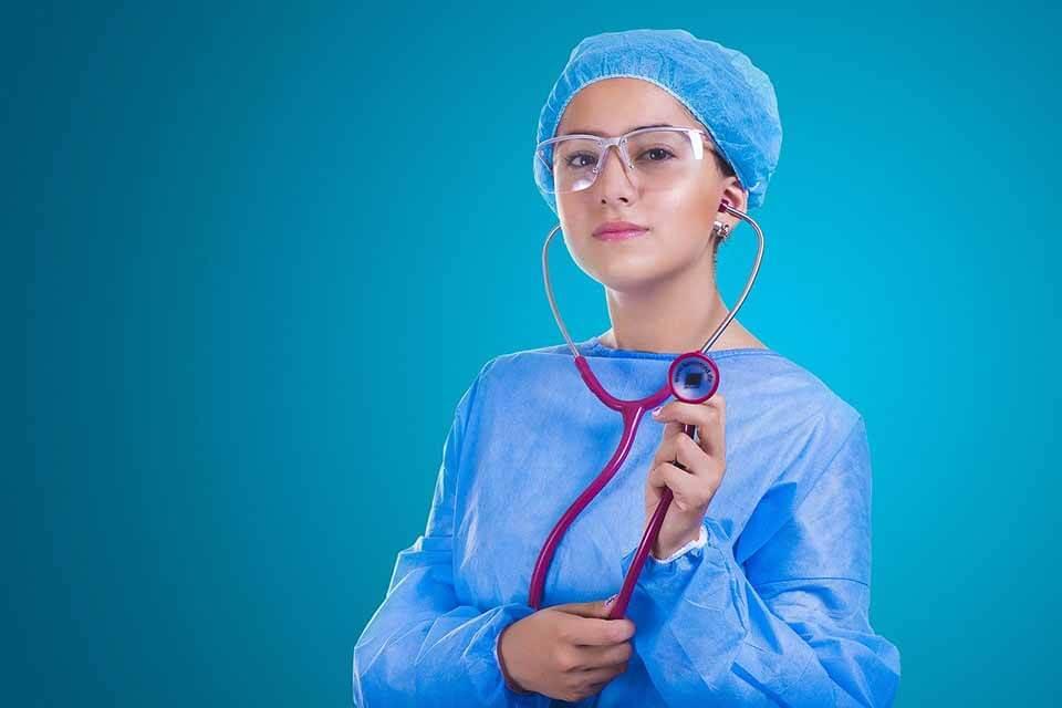 好想抽脂雙下巴!雙下巴抽脂費用是多少?術後推薦該怎麼做?
